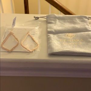 Kendra Scott Sophie rose gold earrings NWT